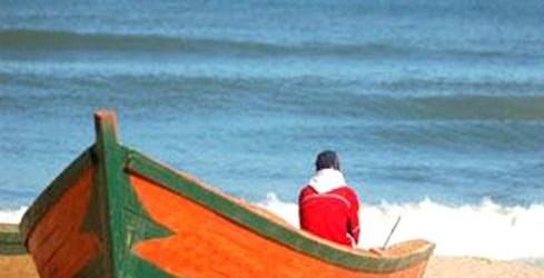إنقاذ مهاجر افريقي حاول عبور المضيق لوحده على متن قارب مطاطي صغير