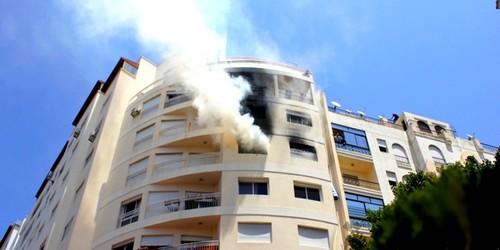 نجاة أسرة وإنقاذ شاب بالحبال في حريق بشقة سكنية بطنجة