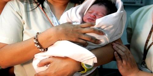 مسافرة حامل تضع مولودها خلال رحلة طيران بين مدينتي الدار البيضاء وبولونيا