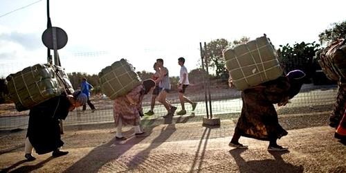 مغربيات يبحثن عن لقمة العيش المرة خلف سياج مليلية المحتلة