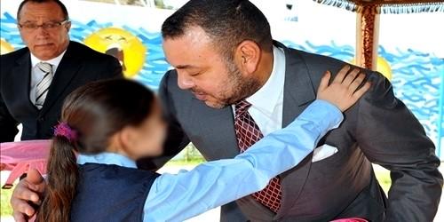 """ملك المغرب يقوم بإستقبال آباء الأطفال ضحايا """"دانيال"""""""