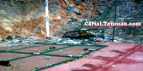 ساكنة حي عقبة الشاطة بتطوان يتذمرون من الحالة الكارثية التي أصبح فيها الملعب !