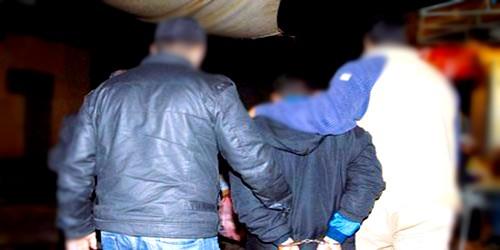 أمن مرتيل يلقي القبض على العصابة الإجرامية التي روعت مقاهي الكورنيش