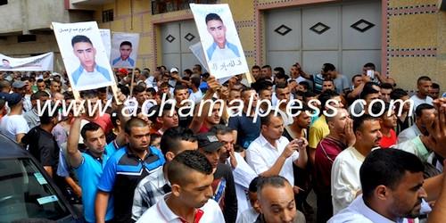 بالصور…جنازة عبد الرحمان بتطوان تتحول إلى مسيرة عارمة ضد الجمارك