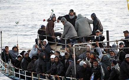 إغاثة أزيد من 30 مهاجر مغاربي في مياه الأندلس