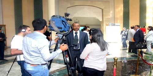 ادعمار يجيب على أسئلة الإعلاميين بخصوص المؤتمر الدولي الرابع لمنظمة المدن المتحدة