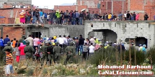 بالصور…هدم المنازل العشوائية بحي الديزة تحت صرخات غاضبة للساكنة !!