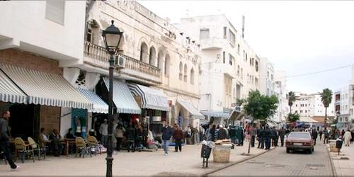 السلطات تقوم بإخلاء شوارع الفنيدق من الباعة المتجولين