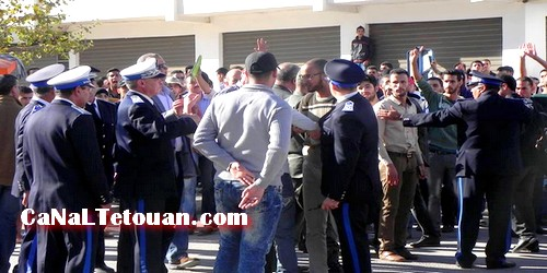 قوات الأمن تفرق مسيرة إحتجاجية للطلبة في إتجاه مفوضية الشرطة بمرتيل