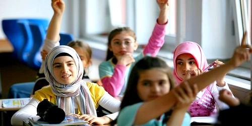 النائب الإقليمي للتعليم بعمالة المضيق الفنيدق يطالب جمعية الأباء بدفع رواتب المعلمين