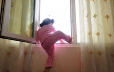 عشيقان بتطوان يرتميان من شقة بالطابق الثالث بعد أن ضبطهما شقيق الفتاة