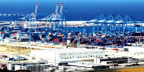 """الإعلام الإسباني: """"طنجة المتوسط"""" تجاوز ميناء """"الخزيرات"""""""