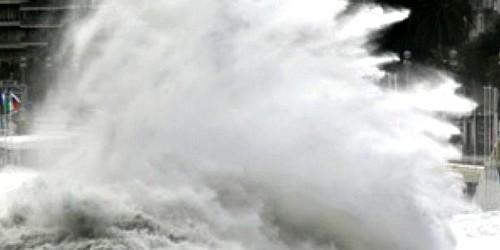 مديرية الأرصاد تحذر من أمواج عالية يوم الجمعة