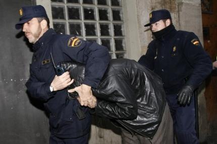 إعتقال مغربي بإسبانيا بعدما هشم أنف شرطي برأسه وكسر أصبع شرطي آخر