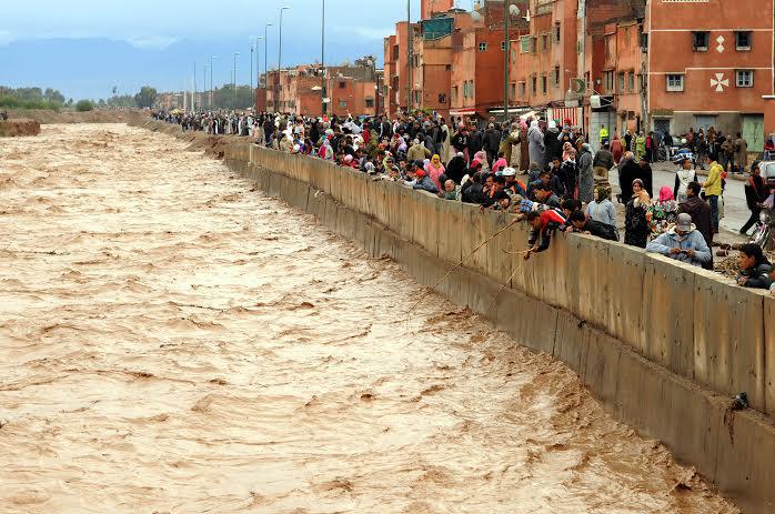 دمار الفيضانات وتأخر الإنقاذ يدفع قاطِنِين بالجنوب إلى الاحتجاج
