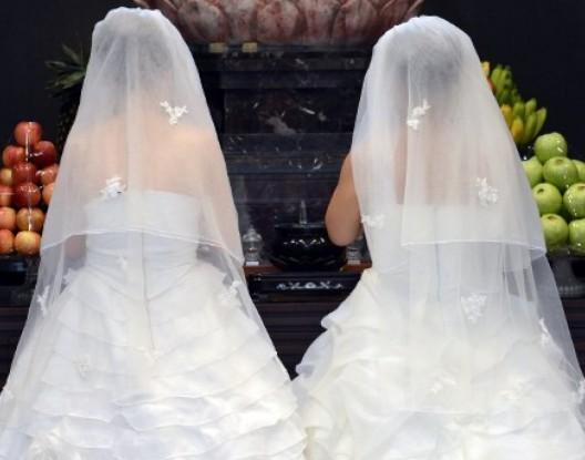 فضيحة … مغربية تعلن مثليتها وتتزوج بإسبانية لتجنب ترحيلها للمغرب