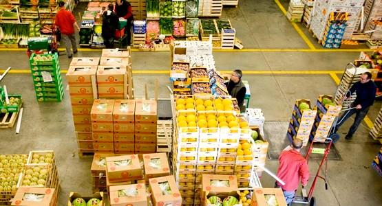 العمال يهددون بوقفات احتجاجية بعد تعيين وكلاء جدد بسوق الجملة بتطوان