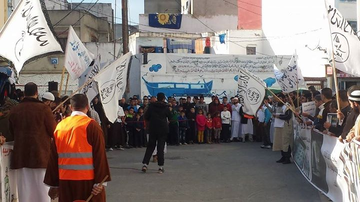 السلفيين ينظمون وقفة احتجاجية بحي كطلان بمرتيل دفاعا عن معتقليهم