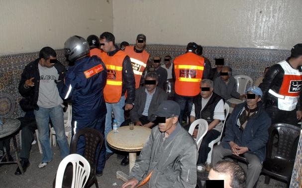 مداهمة مقهى للحشيش بطنجة يفضي لتوقيف 15 شخص بالمدينة القديمة