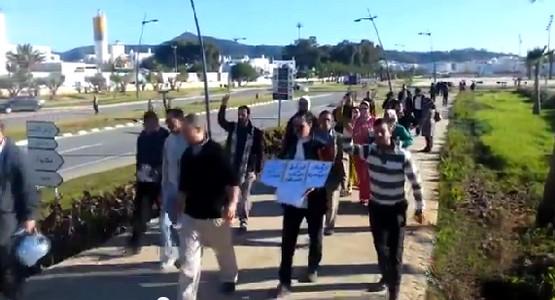 بالفيديو : محامي من تطوان يقطع 45 كلم مشيا على الأقدام نحو سبتة ! والسبب ..