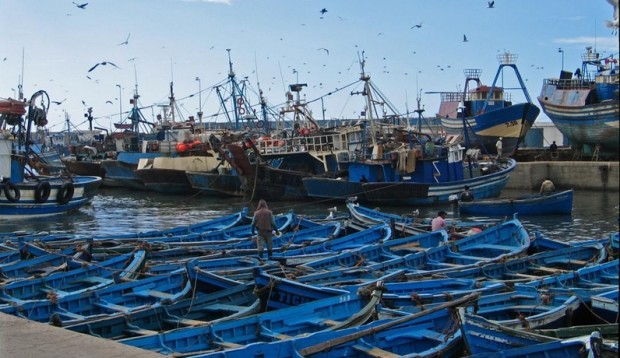 """غضب وسط الصيادين بـ""""واد لاو"""" بعد حرق محركات قوارب"""