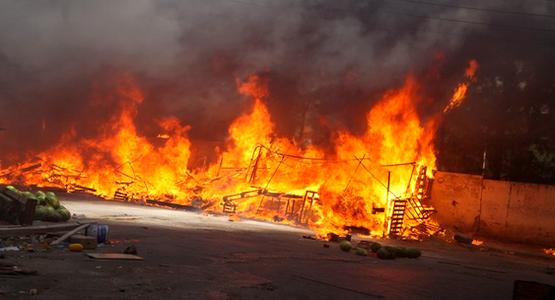 حريق هائل يلتهم سوق الحومة الشوك بمدينة طنجة و هذه أسبابه ….