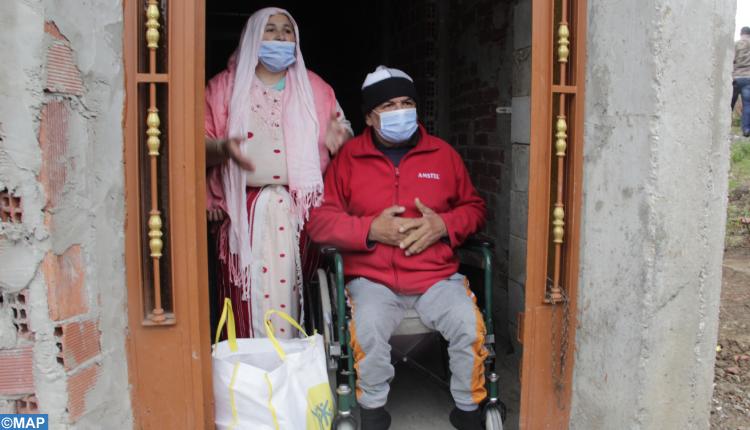 والي جهة طنجة-تطوان-الحسيمة يشرف على انطلاق عملية توزيع الدعم الغذائي على الأسر المستفيدة بالوسط القروي