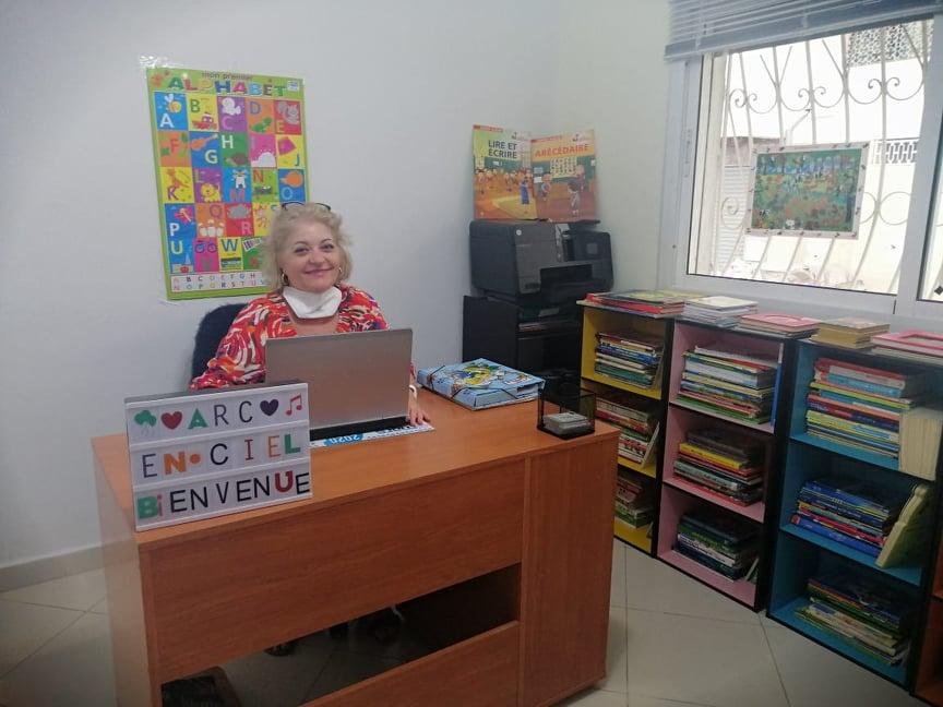 """أستاذة اللغة الفرنسية """"Florence Viollet"""" بمعهد """"Arc – En Ciel"""" بتطوان تفتح أبواب التسجيل 2021/2022"""